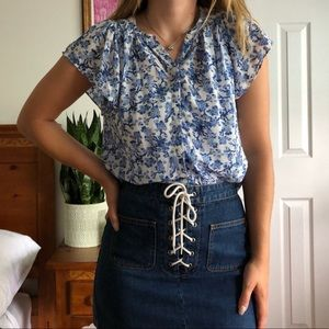 🦋 Blue and white floral blouse 🦋